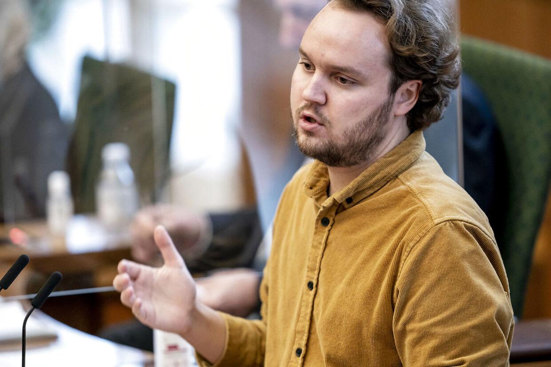 Forslaget om at indføre en 'Ja tak'- ordning fremsættes af SF med miljøordfører Carl Valentin i spidsen.