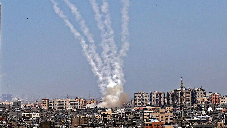 Her ses raketter blive affyret fra Gazastriben. Billedet er fra den 11. maj.