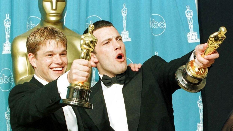 Matt Damon og Ben Affleck ses her, da de vandt to Oscars for 'Good Will Hunting' i 1998.