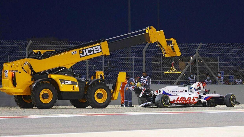 Nikita Mazepins bil røg af banen i Bahrain.