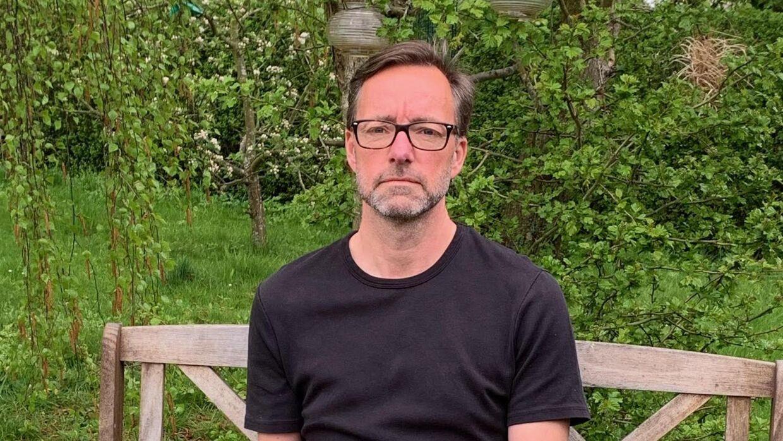 Michael Viktor jensen i sin have i Karlslunde omkring en kilometer fra Køge Bugt Motorvejen.
