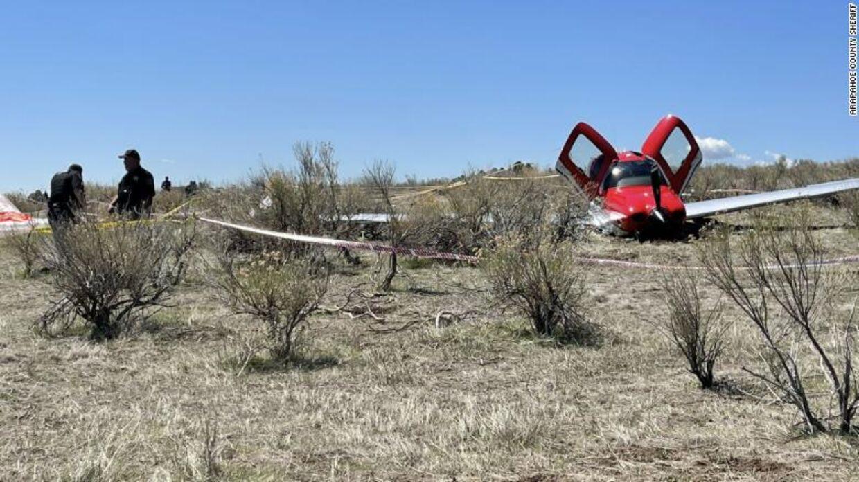 Flyet, en Cirrus SR22, landede i et helt stykke på en mark. Både piloten og hans ene passager kunne selv gå fra ulykkesstedet.