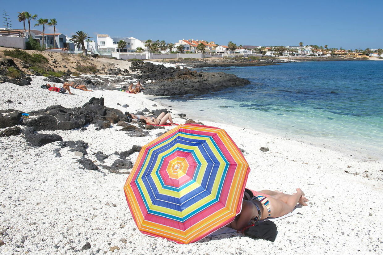 En af de solrige destinationer, danskerne fra lørdag kan rejse til, er De Kanariske Øer. Det meste af Spanien er dog fortsat lukket land på grund af for høje smittetal.