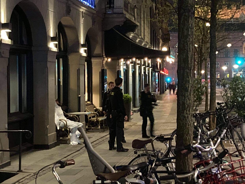 En formodet gerningsmand bag et knivstikkeri blev lagt i DNA-dragt af Københavns Politi fredag aften kort før midnat.