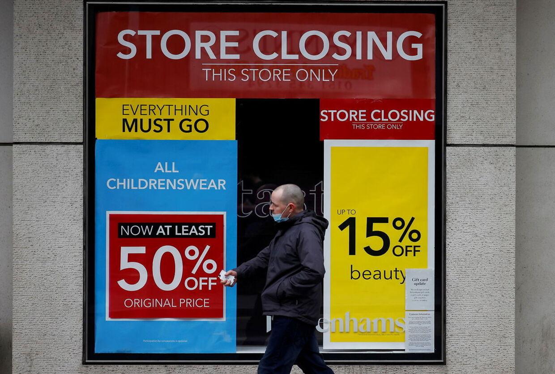 Debenhamsbutikkerne ligger i hele England, på billedet ser man facaden på en i Liverpool. REUTERS/Phil Noble/File Photo