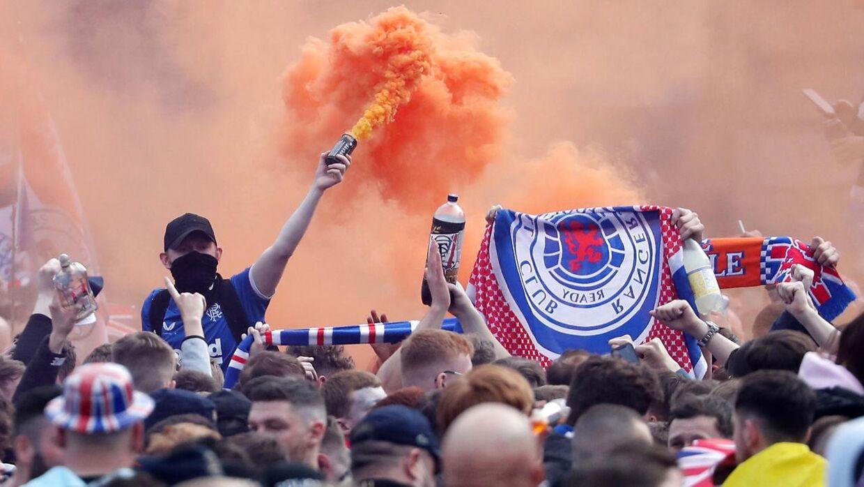 Mange fans var samlet i Glasgows gader.