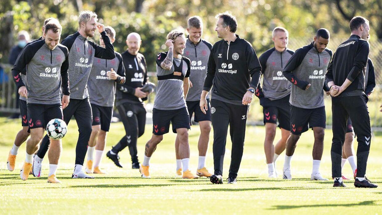 Landsholdet får fortsat Arbejdernes Landsbank på trøjerne. Bortset fra i en eventuel VM-slutrunde i Qatar nætse år.
