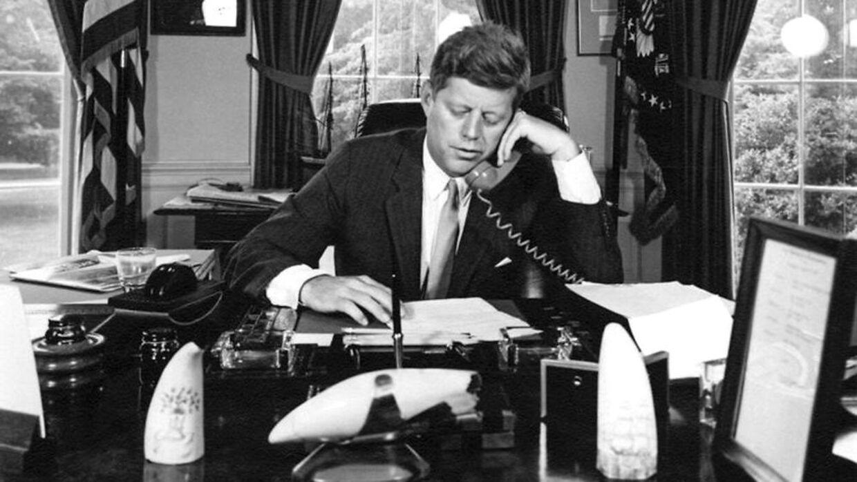 John F. Kennedy ville gerne være tæt på vælgerne, men fik det ham slået ihjel?
