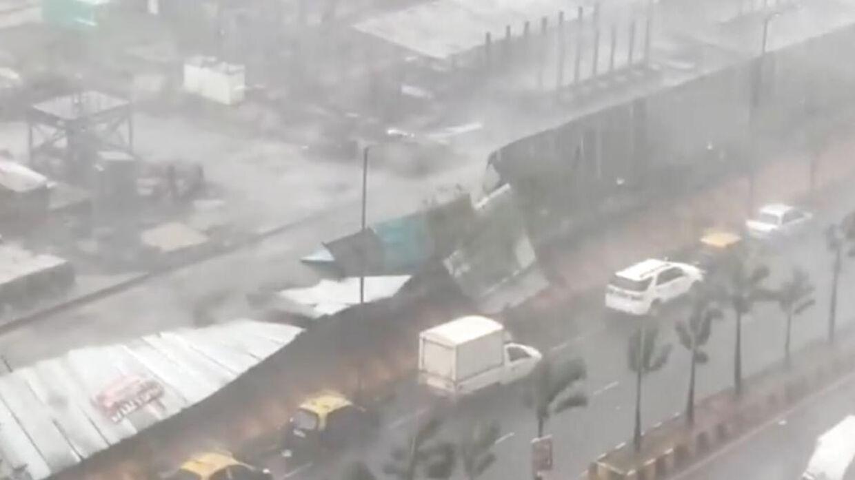 Cyklonen har sendt hundredetusindvis på flugt.