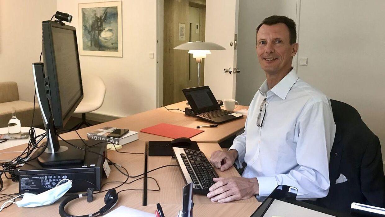 Sådan så det ud, da prins Joachim startede på den danske ambassade i Paris den 17. september sidste år.