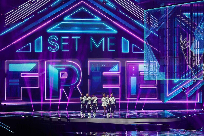 Eden Alene optræder med sangen 'Set Me Free'.