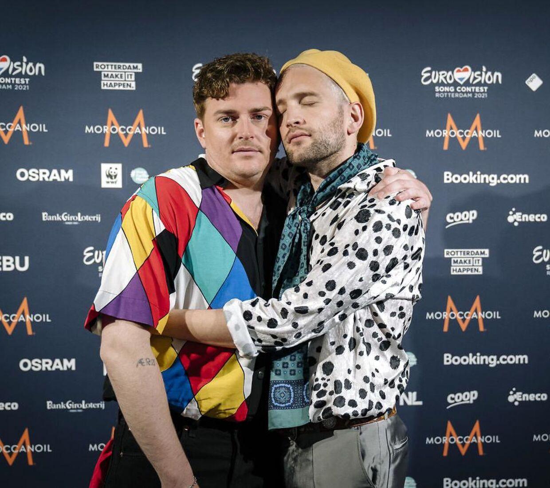 Jesper Groth og Laurits Emanuel, der sammen udgør den danske musikduo Fyr & Flamme fotograferet i forbindelse med deres deltagelse i Eurovison 2021 i Rotterdam.