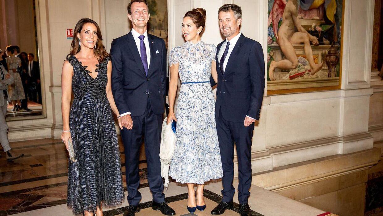 Kronprins Frederik og kronprinsesse Mary bliver modtaget af prins Joachim og prinsesse Marie ved en middag på rådhuset i Paris, Hotel de Ville i oktober 2019.