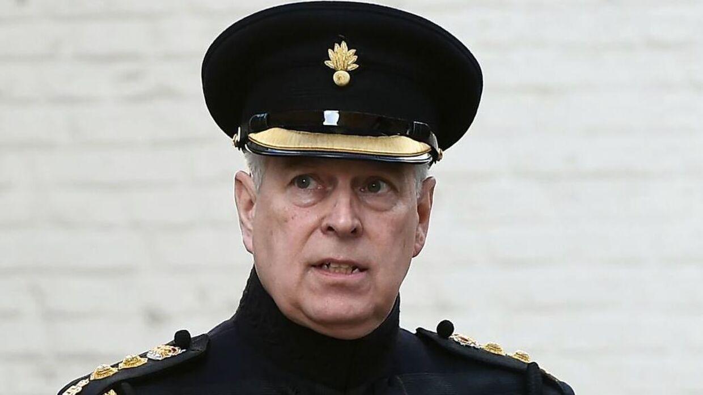 Prins Andrew har mistet en lang række af sine protektioner.