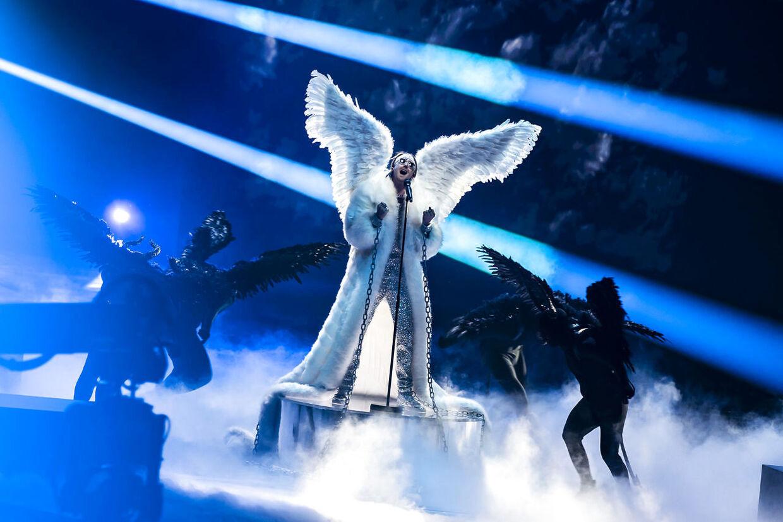 TIX fra Norge med sangen 'Fallen Angel'.