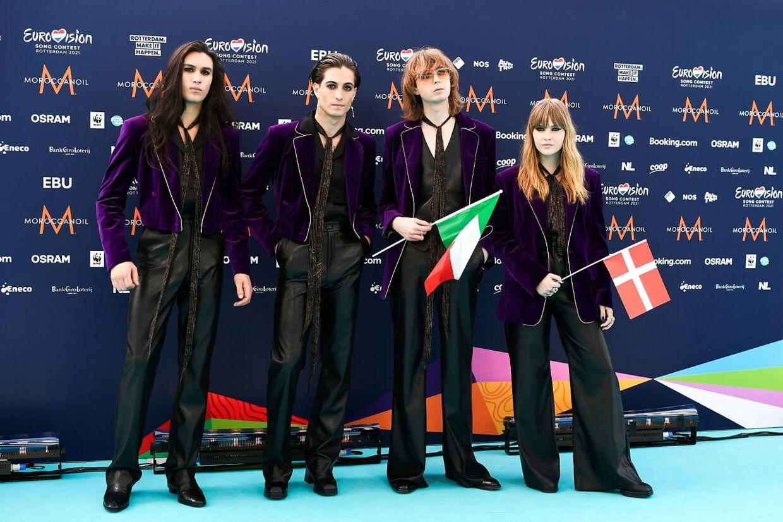Her ses det italinske rockband 'Måneskin', hvor halvt-danske Victoria er bassit.