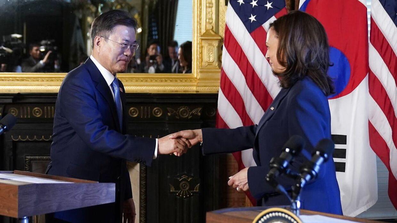 Her ses Kamala Harris og Moon Jae-in sammen under mødet i sidste uge.