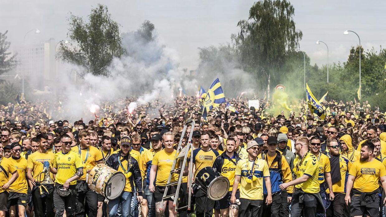 Brøndby-fans i den gigantiske march.