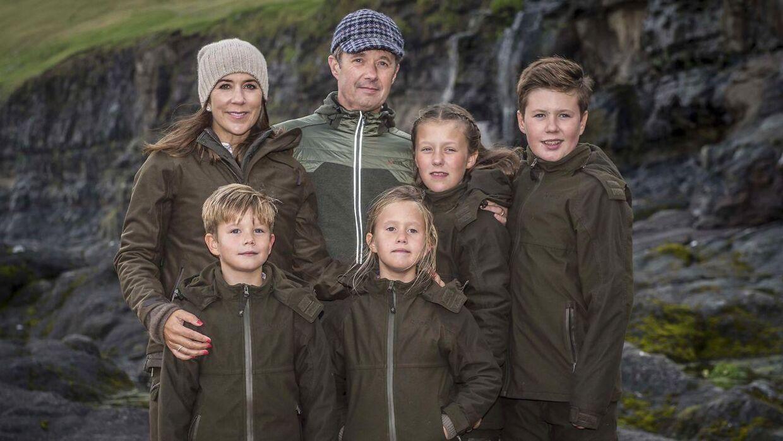 Det var også en meget folkelig kronprinsfamilie vi så på Færøerne i 2018.