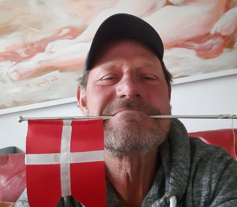 Jan Linnebjerg flager for landsholdet.