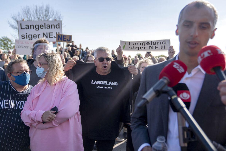 Borgermøde i Humblehallen på Langeland, hvor Mattias Tesfaye blev spurgt ind til regeringens beslutning om at placere et udrejsecenter på Langeland.