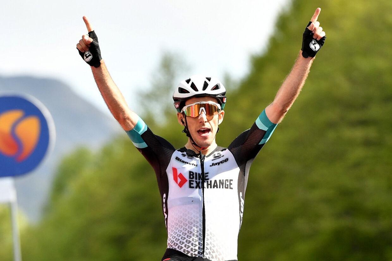 Simon Yates kørte sig fredag lidt tættere på Egan Bernal, der fører Giroen med to etaper tilbage. Jennifer Lorenzini/Reuters