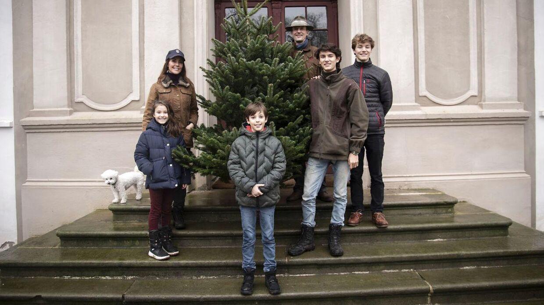Sådan så det ud, da prins Joachim, prinsesse Marie og børnene prinsesse Athena, prins Henrik, prins Nikolai og prins Felix holdt julen 2020 i Danmark.