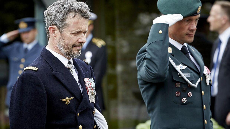 Kronprins Frederik lagde krans ved mindestenen i Rønne på Bornholm 28. maj 2021.