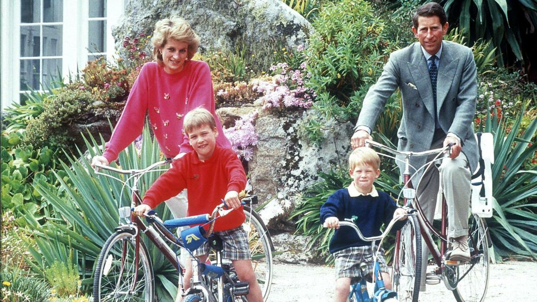 Prince Harry på cykeltur med familien i 1989.