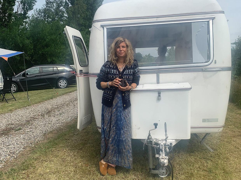 Sine Gerstenberg med sin campingvogn
