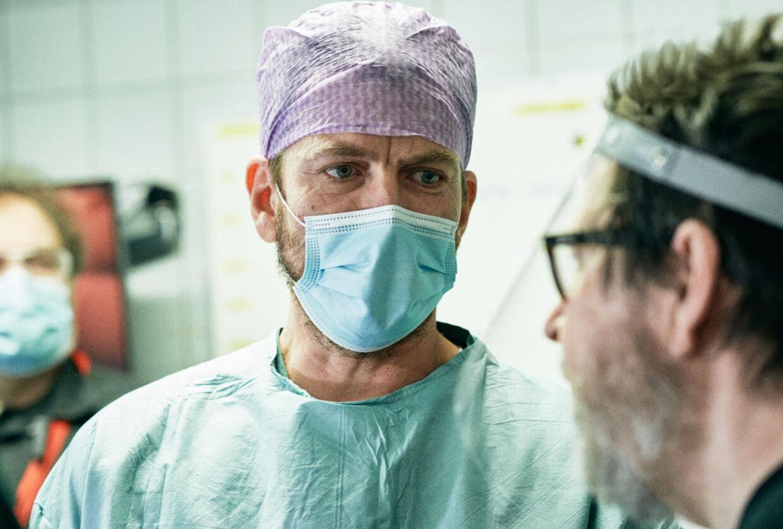 Nikolaj Lie Kaas har fået rollen som den indebrændte reservelæge Filip Naver og bliver dermed genforenet med Lars von Trier for første gang siden 'Idioterne' i 1998