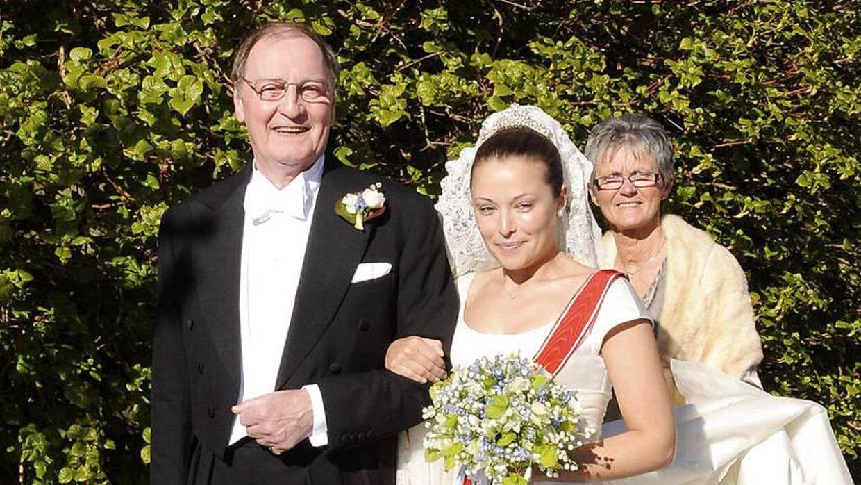 Louise Iuel Albinus, der her ses med sin far, Niels Iuel-Brockdorff , er kommet op at toppes med sin far.