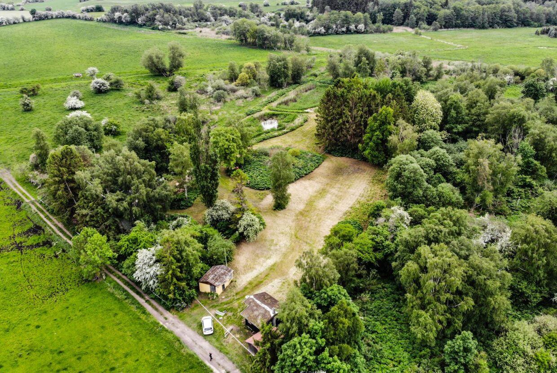 Efter præstens påvisning blev en større og meget øde sommerhusgrund på næsten 10.000 kvadratmeter på Hagerupvej nær den lille by Sundbylille mellem Slangerup og Frederikssund genstand for tekniske undersøgelser 3. juni.