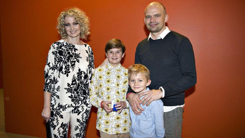 Arkivfoto af Jesper Vollmer med sin hustru, Annette Heick, og deres to sønner.