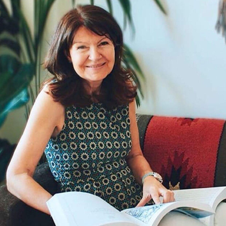 Debbie Frank var personlig astrolog for prinsesse Diana i otte år frem til hendes død i 1997. Debbie Frank har forfattet flere bøger om astrologi og har haft et væld af prominente navne i sit klientel.