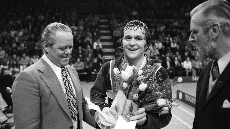 B.T.'s sportsredaktør Børge Munk Jensen ses her selskab med badmintonspilleren Svend Pri.