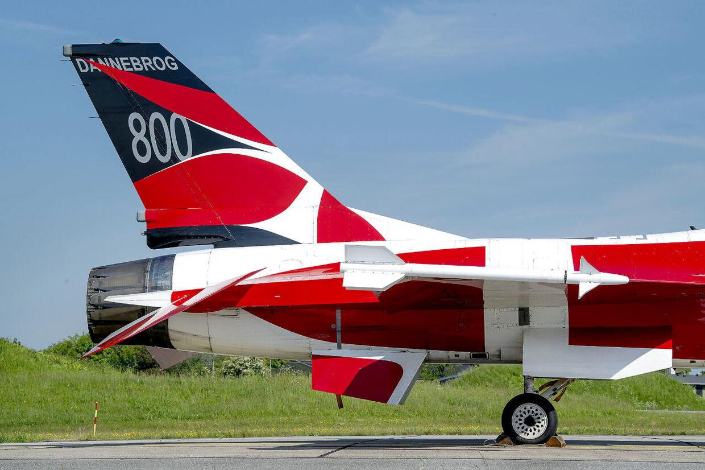 Danmarks nok dyreste dannebrogsflag, F-16 jageren Dannebrog på Fighter Wing Skrydstrup, der sin tid kostede i omegnen af 150 millioner.
