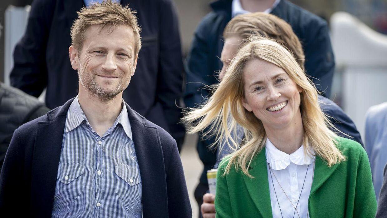 Camilla Martin i selskab med sin kollega Martin Jørgensen på et pressemøde forud for EM.
