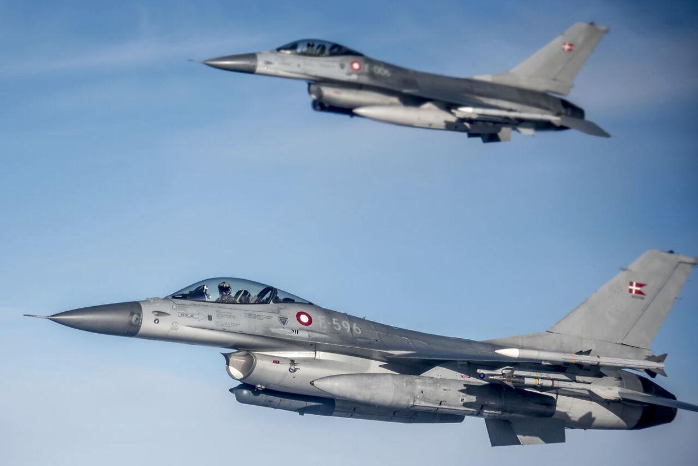 Overlydsbragene opståpr, når kampflyene bryder gennem lydmuren.