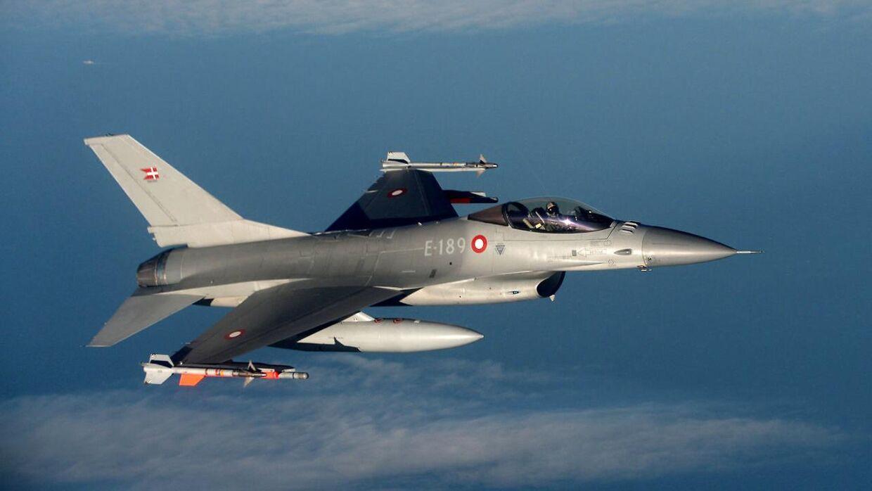 F-16-kampfly har i dag sendt overlydsbrag ned over store dele af Danmark.