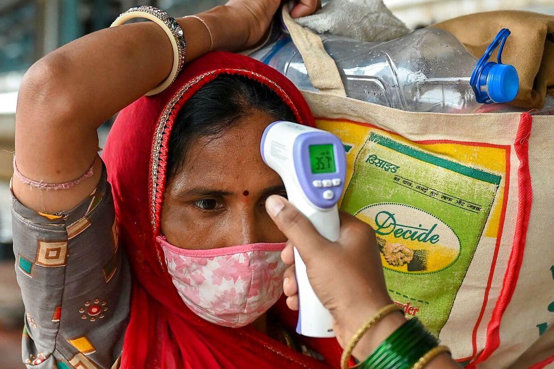 Indiske læger efterlyser flere videnskabelige undersøgelser af den indiske variant af coronavirus.