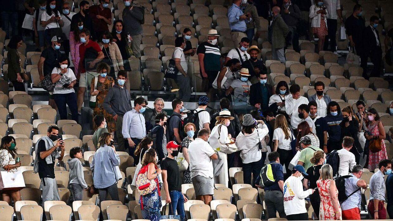 Fans bedes om at forlade arenaen.