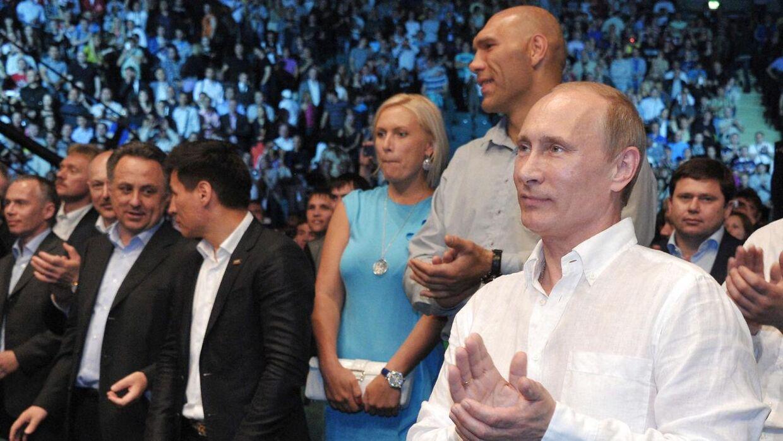 Nikolai Valuev sammen med den russiske præsident, Vladimir Putin, hvis parti han repræsenterer, efter boksekarrieren blev lagt på hylden.