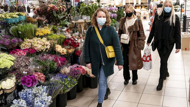 Fra 29. oktober skulle man bære mundbind i supermarkeder. Arkivfoto.