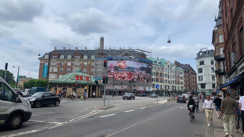 Sådan ser banneret ud ved Trianglen på Østerbro i København.