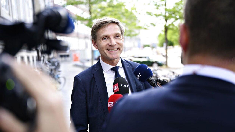 Kristian Thulesen Dahl (DF) skyder efter DBU, der ifølge ham bør gør mere for at få flere tilskuere ind til de danske EM-kampe i Parken.