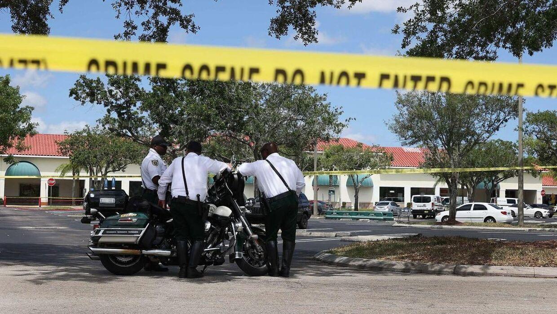 Torsdag har politiet været massivt til stede ved et supermarked i Florida, fordi et skyderi har fundet sted.