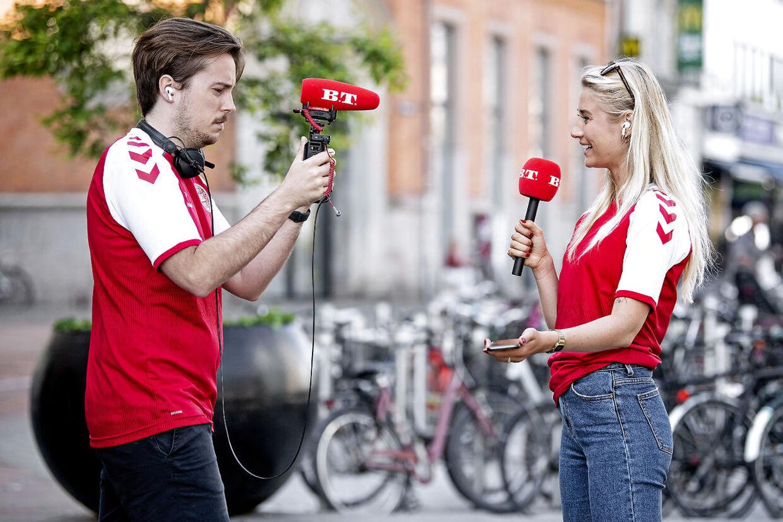 B.T. og DBU uddeler flag og aviser til danskerne fredag morgen d. 11. juni 2021.