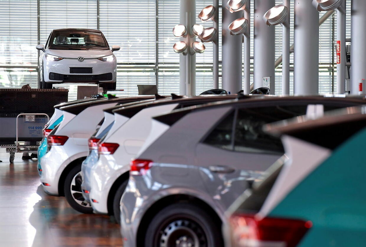 Electric ID. 3 cars are seen in the final inspection line of German carmaker Volkswagen's so-called glass manufactory in Dresden, Germany, June 8, 2021. REUTERS/Matthias Rietschel