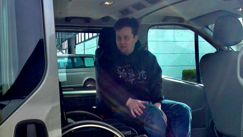Steen Bonvang i sin elskede handicapbus